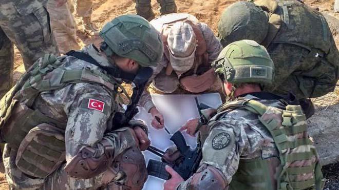 Turkey and Russia joint patrols with British and Air Force personnel on Idlib's M4 National Highway