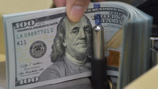 At the Interbank, the dollar has grown to Rs 158.45