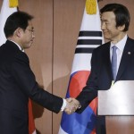 Japanese Foreign Minister Fumio Kishida and South Korean Foreign Minister Yun Byung-se