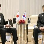 Japanese Defense Minister Taro Kono (L) and his South Korean counterpart Jeong Kyeong Doo