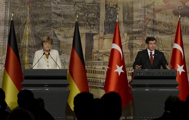 German Chancellor Angela Merkel and Turkish Prime Minister Ahmet Davutoğlu between met in Istanbul