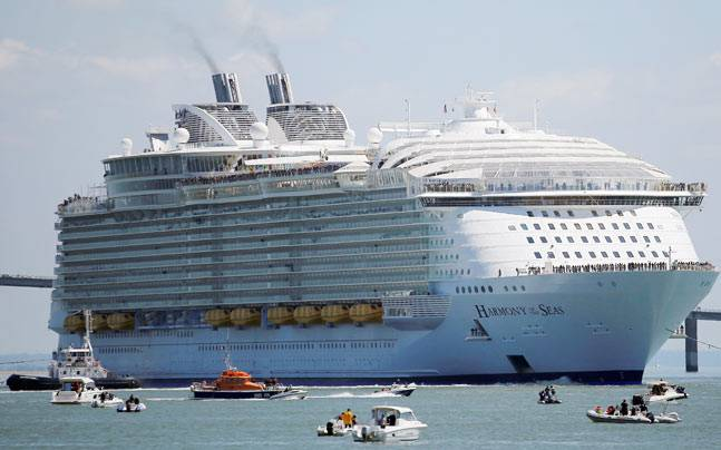 Worlds Biggest Cruise Ship Set Off On His First Trip News Time - First cruise ship in the world