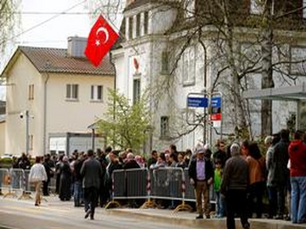 Attack of dozens of people at the Turkish Consulate in Switzerland