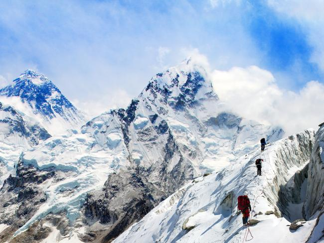 Spending per tourist in the small peaks to climb the Mount Everest is approximately $ 45 thousand to 25 thousand dollars