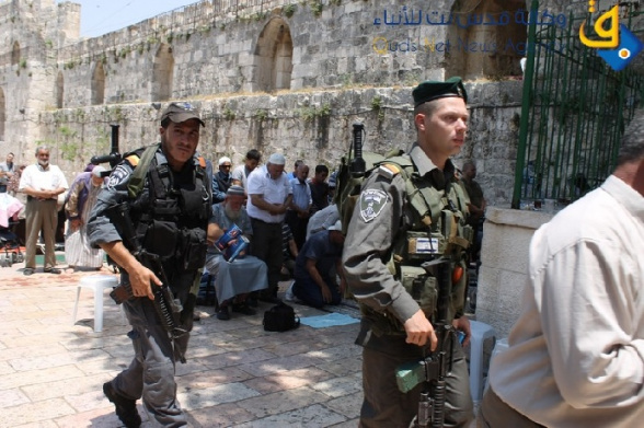 The Israeli army deployed outside e of Masjid Al-Aqsa was abusive with Palestinian worshipers
