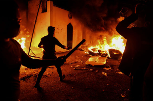 Angry people set fire to the Iranian consulate in the southern city of Najaf