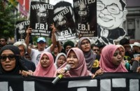 Malaysian students protest against corruption