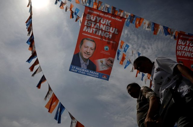 Experts believe that President Erdogan will already succeed in achieving 53 percent of the vote in the race