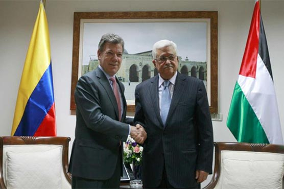 Carlos Holmes, the Foreign Minister of Columbia's new government, and Palestinian President Mahmoud Abbas
