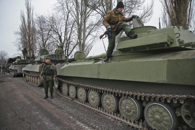 Ukraine began to remove heavy weapons from the front