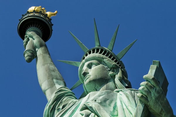 This statue, France, expressed his friendship on the occasion of a 100-year-old American Independence Day in 1886.